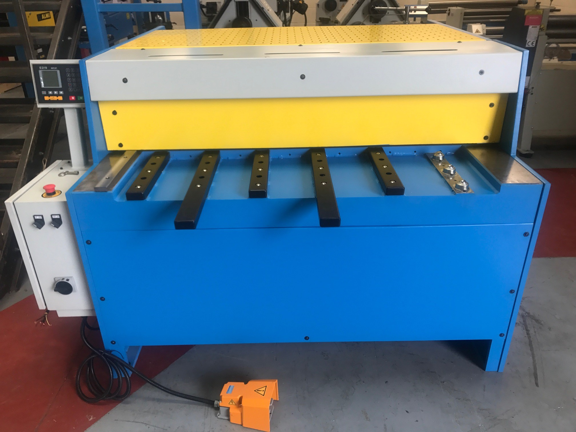 Mach- Cut Mechanical Guillotines